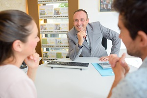 Selecting the Right Real Estate Agent for Your Purposes